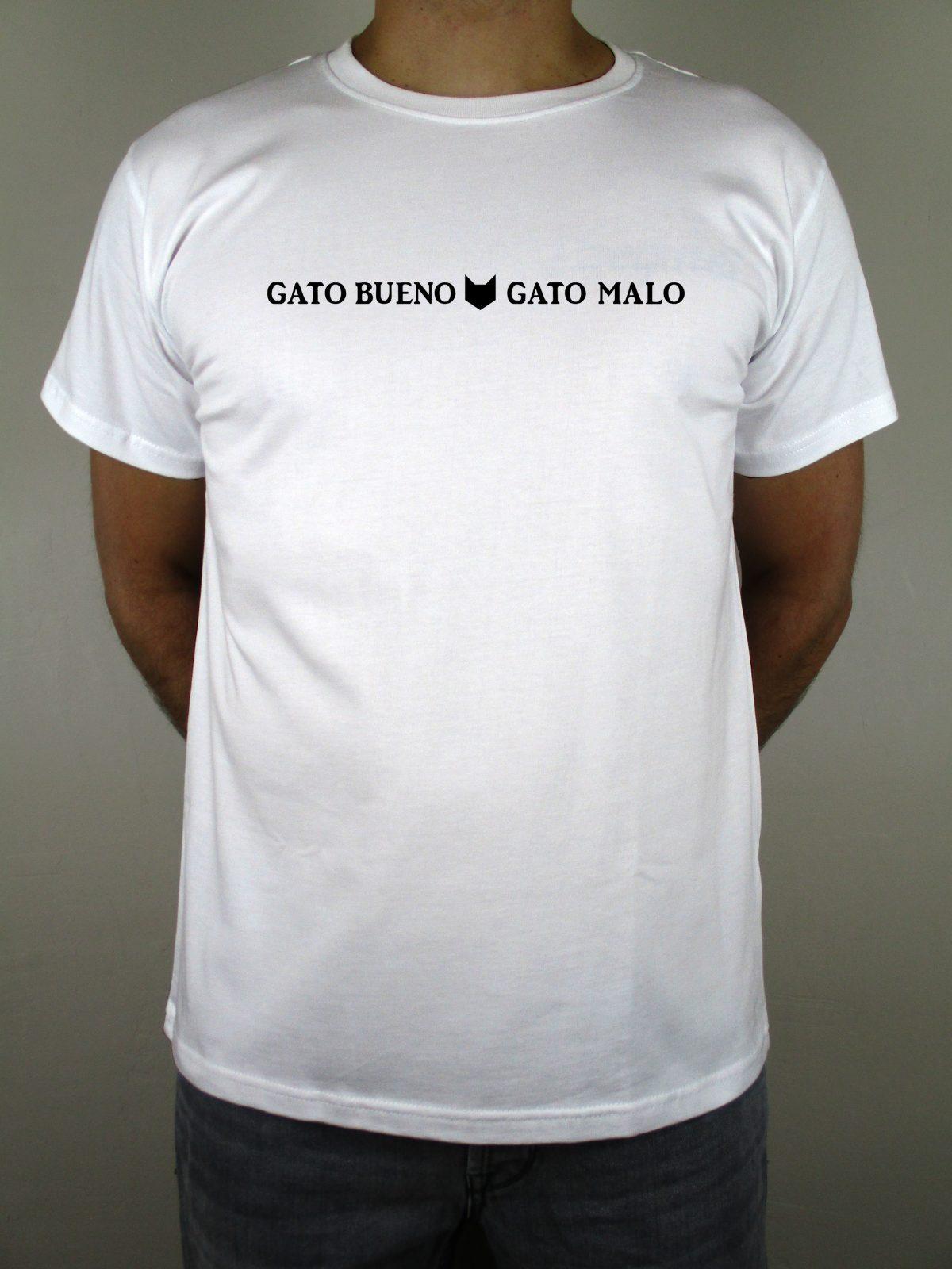 Camiseta blanca de la marca Chulapo con frase en el pecho. Para los amantes de Madrid y cuanto la rodea. Para todos los madrileños buenos y malos. Y es que Chulapo es puro sentimiento madrileño.