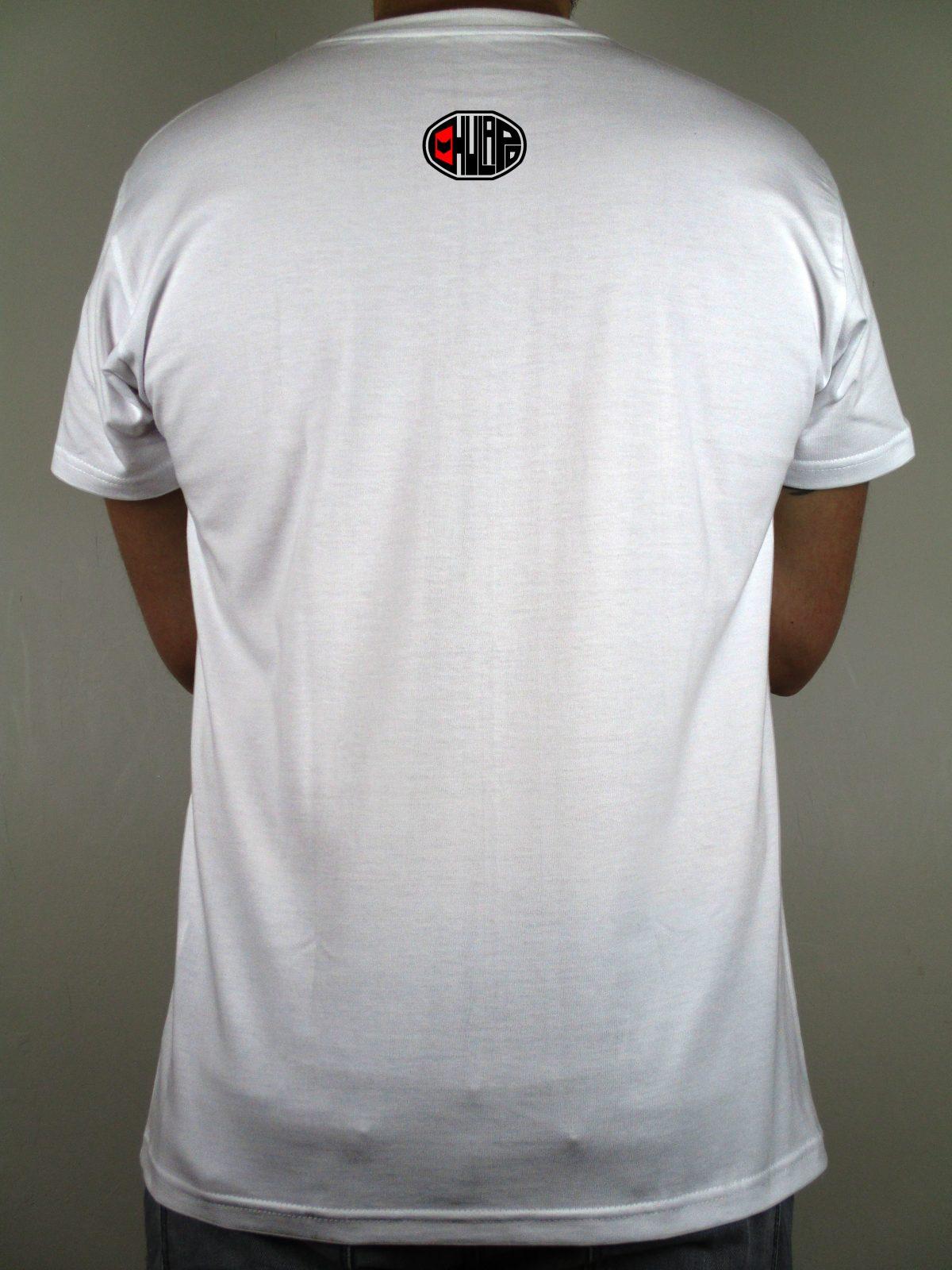 Logotipo de Chulapo en la espalda. Chulapo es una marca registrada que pretende representar ese sentimiento puro hacia la ciudad y la Comunidad que tan solo los elegidos pueden sentir. Orgullo madrileño. Chulapo es puro sentimiento.